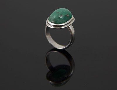 Colombian Emerald Ring, hand made in Argentium Silver® by SATORI JEWELS  Anillo con Esmeralda Colombiana armado por SATORI JOYAS en ARGENTIUM SILVER®