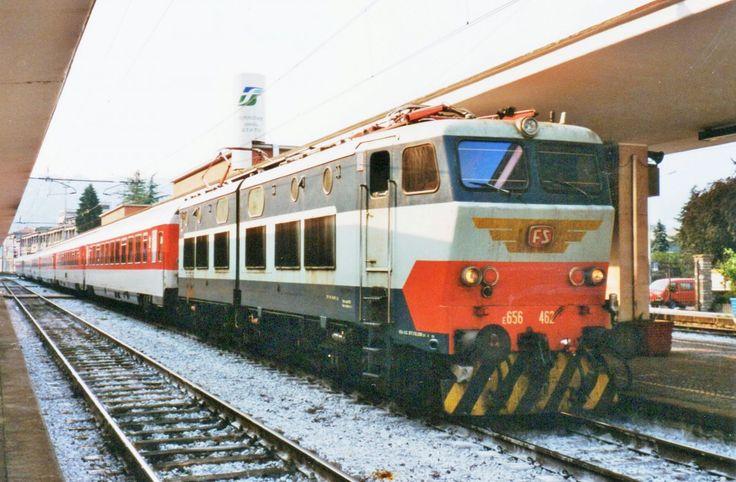 Scanbild von FS E 656 462 mit EC 8 'PAGANINI' in Como San-Giovanni am 20.Juni 2001.