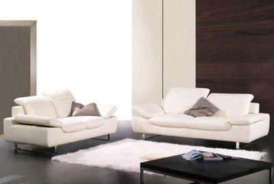 Ensemble 3 pièces canapé 3 places + 2 places + fauteuil en cuir vachette. Cuir tanné aux sels de chrome, teinté dans la masse. Une densité d'assise de 35 kg par m3.
