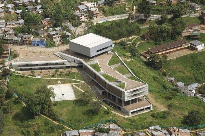 Colegio Santo Domingo Savio Medellín Colombia, 2005 – 2008 Obranegra arquitectos [Carlos Pardo Botero, Mauricio Zuluaga Latorre and Nicolás Vélez Jaramillo]