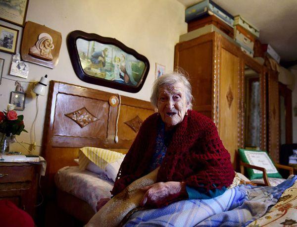 Η ΑΠΟΚΑΛΥΨΗ ΤΟΥ ΕΝΑΤΟΥ ΚΥΜΑΤΟΣ: Η γηραιότερη γυναίκα είναι η μόνη εν ζωή που γεννή...