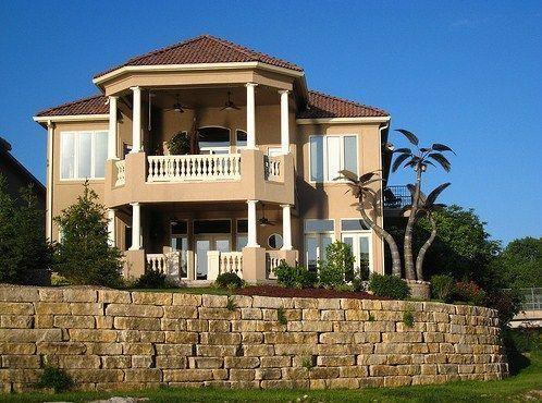 Fachadas de casas coloniales modernas de 2 pisos