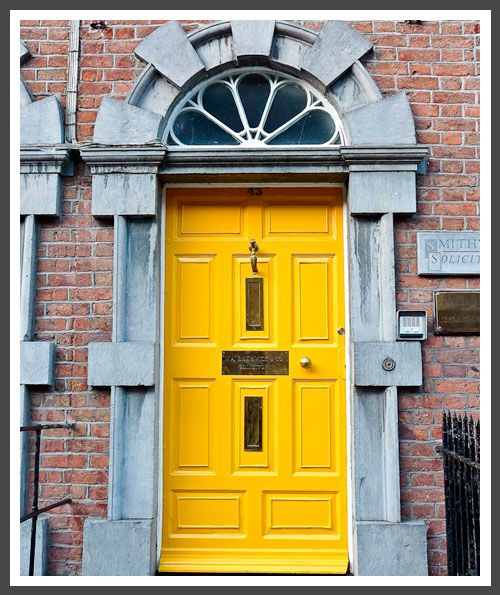 Best 25+ Yellow front doors ideas on Pinterest | Cottage exterior Gray front door colors and Brick ranch & Best 25+ Yellow front doors ideas on Pinterest | Cottage exterior ...