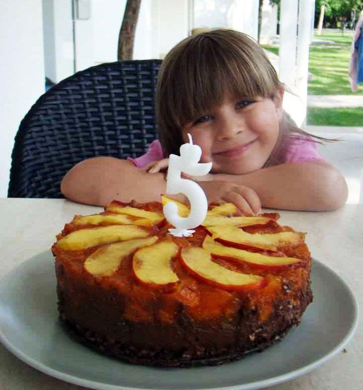 Csokis gyümölcsös nyers torta