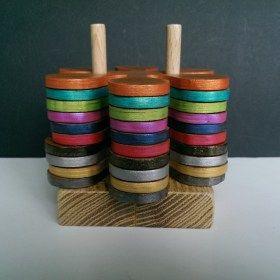 Kézzel készített fa virág formájú színes szélű poháralátétek.