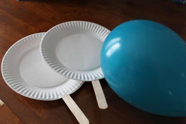 Jeu de tennis avec un ballon gonflable