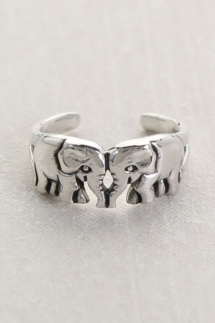 2 Elephants Toe ring: haven't owned a toe ring in a long time ..... Mmmmm??..