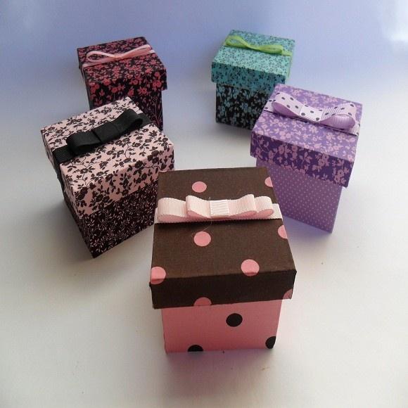 Caixa de mdf forrada com tecido. temos em outras estampas. ideal para lembrancinha R$4,40