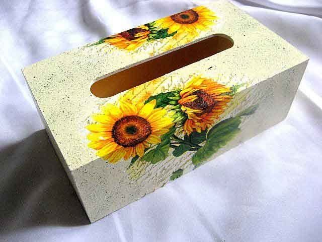 #Cutie #şerveţele cu #floare #soarelui, cutie şerveţele din #lemn, #fundal de #epocă, #culoarea #alb cu #picaţele #verzi / #Box of  #napkins with #sunflower #design, box of #wooden napkins, #vintage #background, #white #color with #green #drops / #해바라기 #디자인, #나무 #냅킨, #빈티지 #배경, #녹색 #상품 #상자와 #흰색의 #상자와 #냅킨의 #상자 http://handmade.luxdesign28.ro/produs/cutie-servetele-cu-floare-soarelui-cutie-servetele-din-lemn-29359/