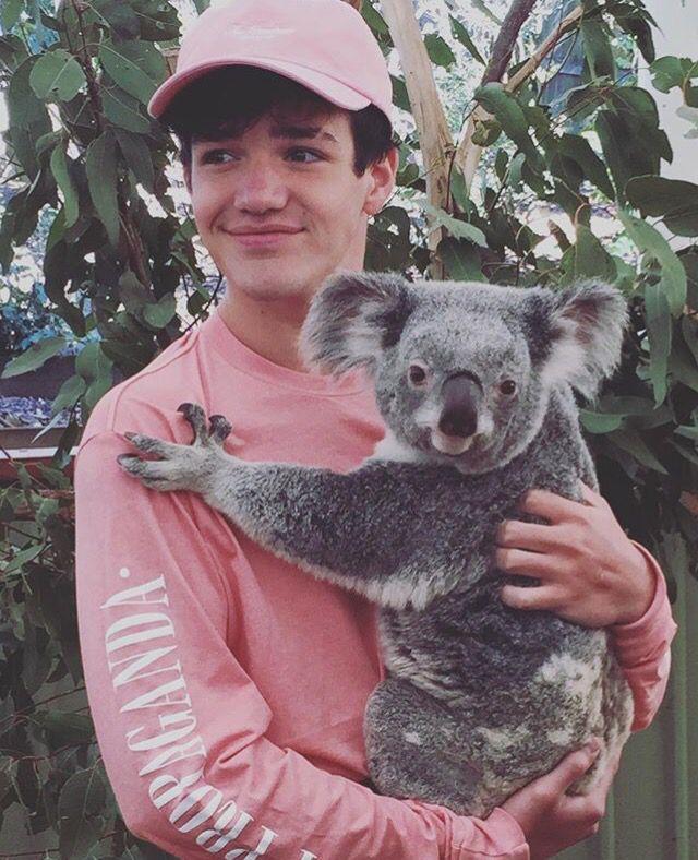 Aww he held a koala ♡