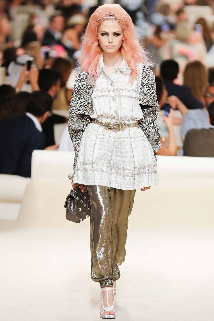 Chanel Resort 2015 Fashion Show - Charlotte Free