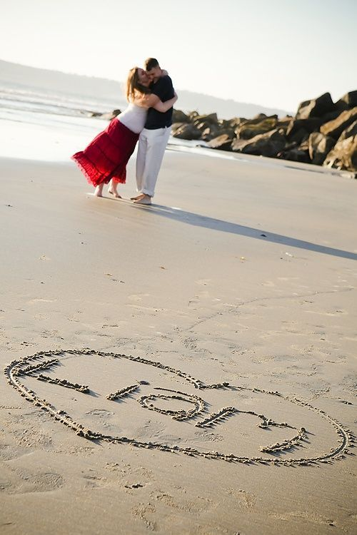 Inspiration For Pregnancy and Maternity : Maternity shoot with baby's name written in the sand. Cute
