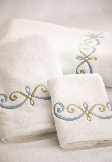 Savanna: Graceful and elegant, yet playful. Choose our most popular 100% cotton terry towels in white or ivory.
