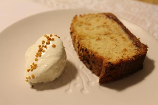 Yogurt, pollen and marmalade loaf + Greek yogurt icecream by Pastissetcake
