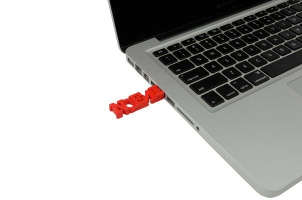 noemi 3D printed flash drive in mac