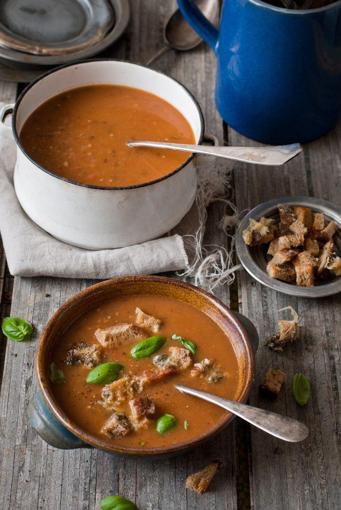 Polévka z pečených rajčat a lilku