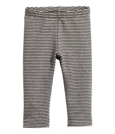 Gray/striped. CONSCIOUS. Leggings in soft sweatshirt fabric made from organic cotton with a printed pattern and an elasticized waistband. Soft, brushed