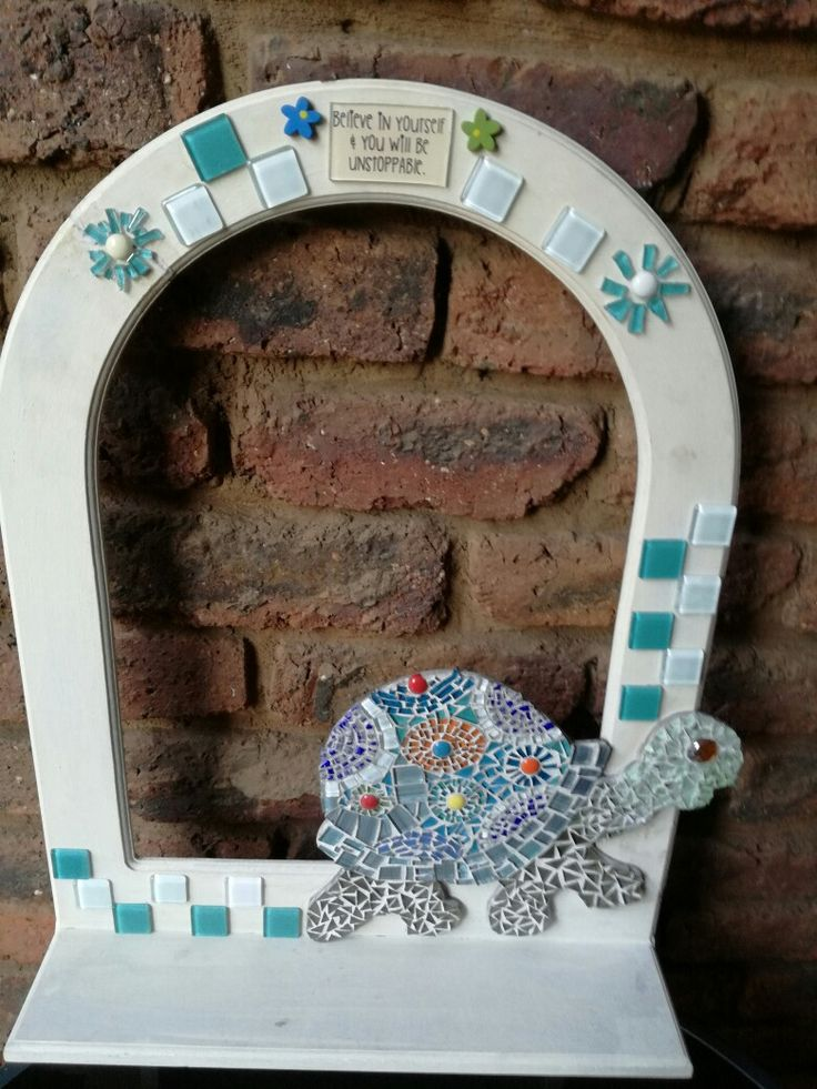 Turtle mosaic on a chalk painted frame (outdoor)
