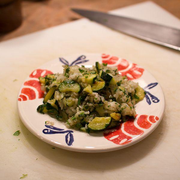 Gebakken rijst met courgette, lekker met een geklutst eitje erdoor