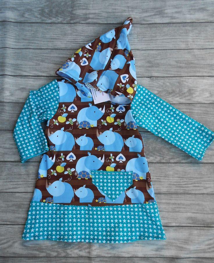 Produktbeschreibung     Fragen zum Produkt?  handgemachtes Mädchenkleid - Shirtkleid mit langer Zwergen-Kapuze, Größe 92  Hergestellt aus 92%/95% Baumwolle, 8%/5% Elasthan (Stretchjersey), Ärmellänge 30 cm, Brustweite einfach 30 cm, Gesamtlänge 50 cm.  (Der Foxi-Stoff ist Ökotex zertifiziert)  Dieses Kleid sieht hübsch aus auf einer Jeans oder Leggins.  Das Mädchenkleid ist in Handarbeit gefertigt und hergestellt in Deutschland