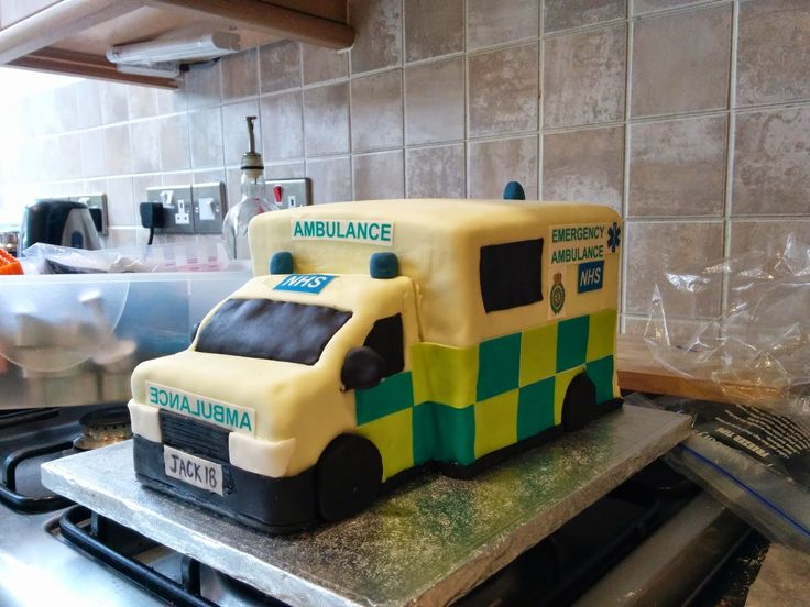 The wonderful world of @loopygirl: How to make an ambulance out of cake