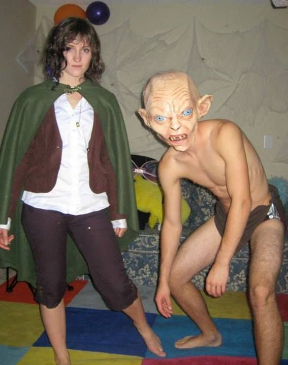 suuuuuch a good frodo and gollum partner costume!