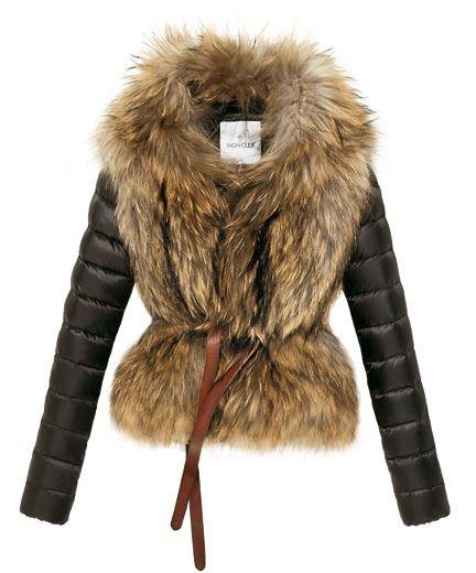 Giacca in piuma d'oca con davanti in pelliccia      • Colore:nero     • Occasione:Sera     • Prezzo: 1.755,00 euro     • Visita il sito
