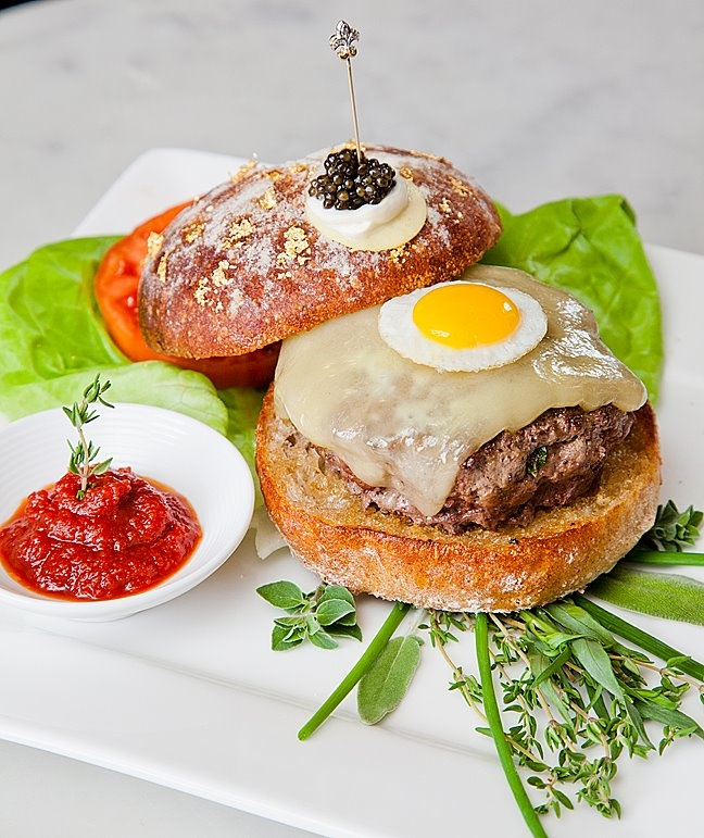 World's Most Expensive Burger www.luxuo.com/most-expensive/serendipity-3-le-burger-extravagant.html
