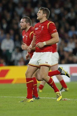 Dan Biggar watches his kick