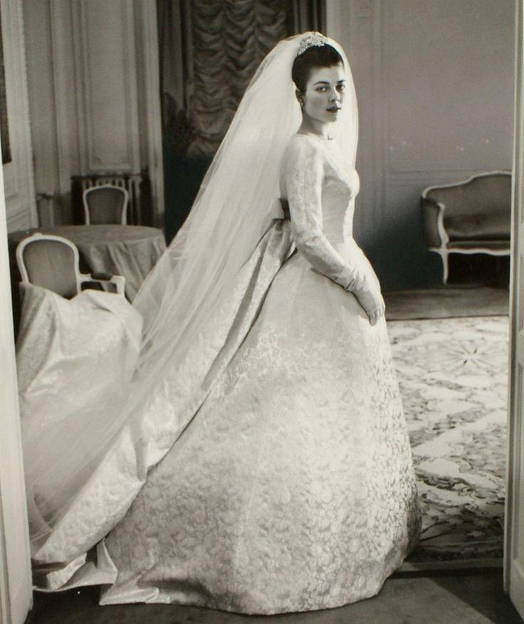 57 best 1950s Wedding Gowns images on Pinterest   Wedding dressses ...