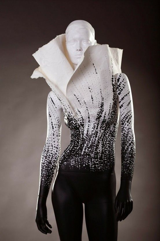 f-l-e-u-r-d-e-l-y-s:    avon  charity piece for avon's campaign against breast cancer.Charity Piece, Breast Cancer A, Fashion, Cancer A Masterpiece, Black White, Du Style, Avon Campaigns, Avon Charity, Zwart Witness