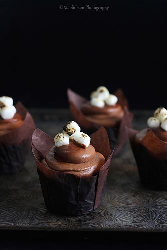 Chocolate Marshmallow Cupcakes via 6 Bittersweets #recipe