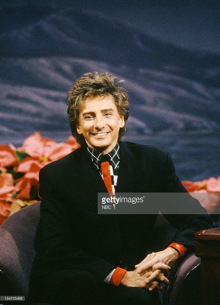THE TONIGHT SHOW WITH JAY LENO Musical guest Barry Manilow during an interview on December 17, 1992