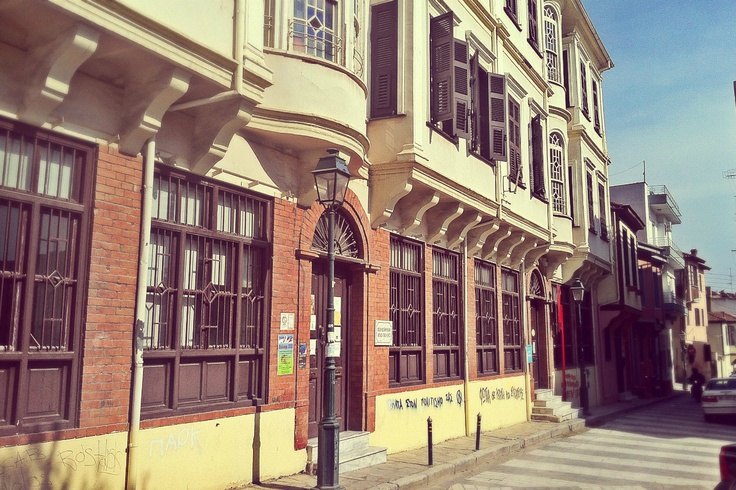 The Municipal Library building is definitely one of the most impressive, not only in Ano Poli but in the entire city of Thessaloniki. (Walking Thessaloniki, Route 09 - Upper Town a)