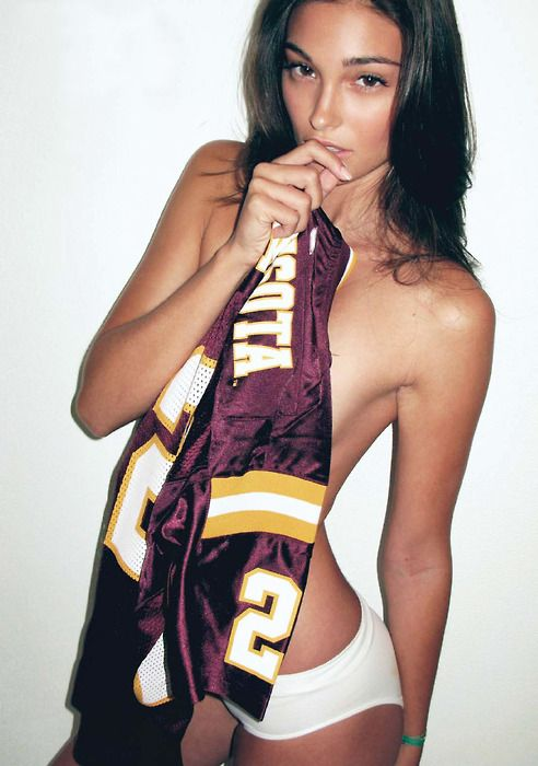 i'm not a lesbian or anything but DAMN.