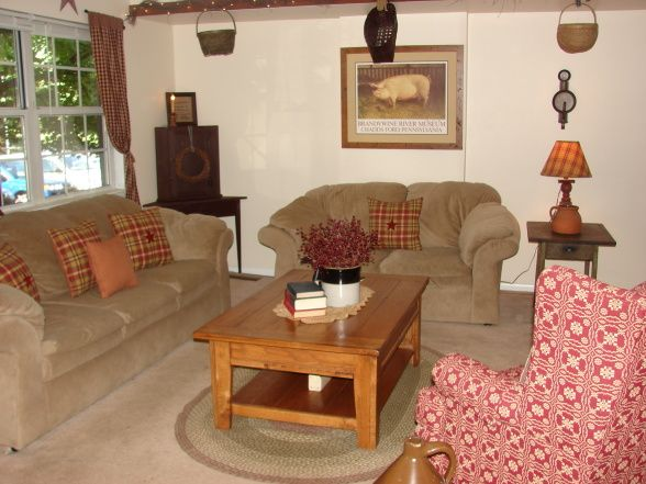 268 best decorating colonial style images on pinterest for Primitive country living room ideas