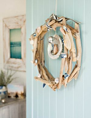 Driftwood Christmas wreath. See many more here: http://www.completely-coastal.com/2013/11/driftwood-wreaths-decked-out-Christmas.html