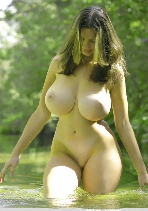 Sexy Full Figured Women Tits 52