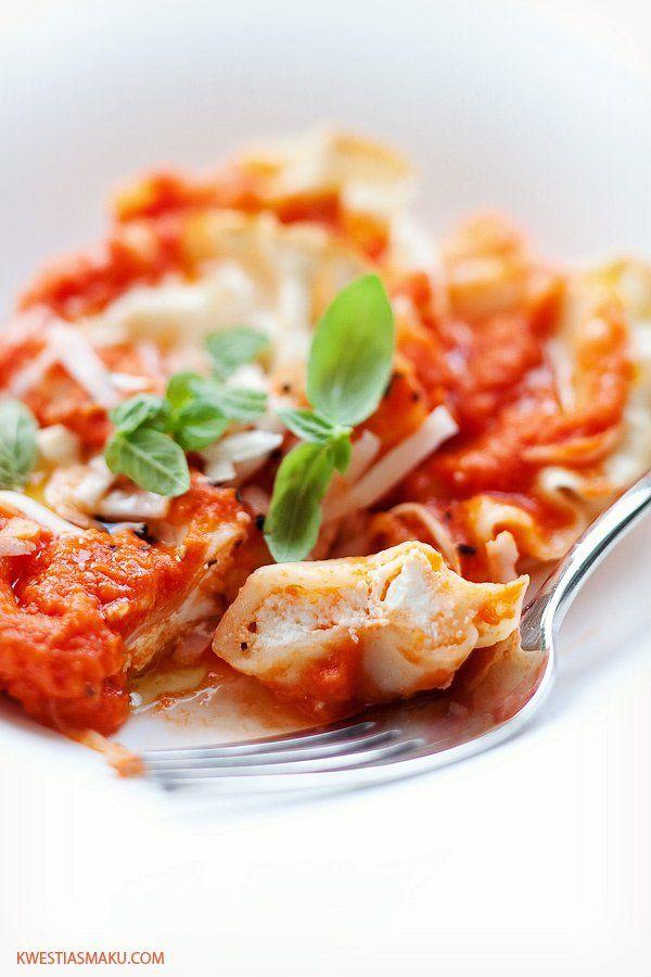 Pierogi z mozzarellą w sosie pomidorowym