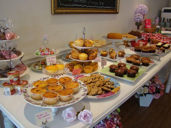 BOULANGERIE...  Uma versão chique de PADARIA, são bem comuns em Paris. Produzem pães, doces e bolos de qualidade, sem falar das vitrines atr...