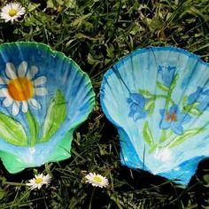"""2 coquillages tranformés en photophore, sucrier ou vide-poches ou décoration """"fleurs bleues""""  En vente sur : http://www.alittlemarket.com/boutique/creations_de_maryse-558049.html"""