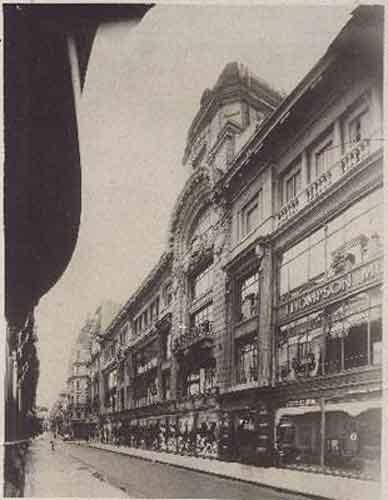 Tiendas Harrods , Buenos Aires . Fue inaugurada en 1914 , todo el esplendor de una epoca . . .  @swami1951