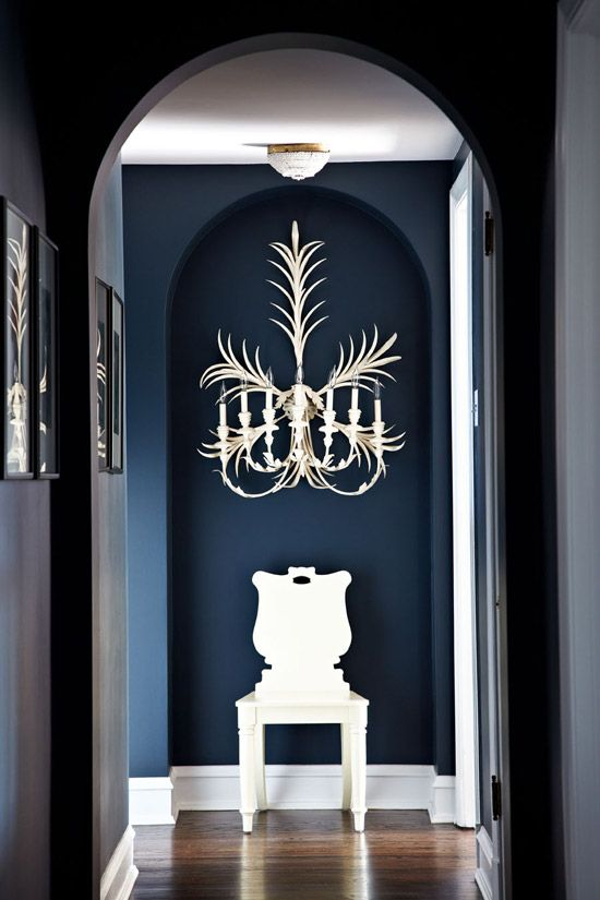 Farrow & Ball Hague Blue murs   Design by Melanie Elston   Photo by Werner Straube   Traditional Home®