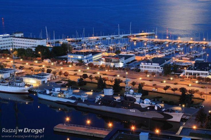 Gdynia ORP Błyskawica i marina nocą - widok z Sea Towers