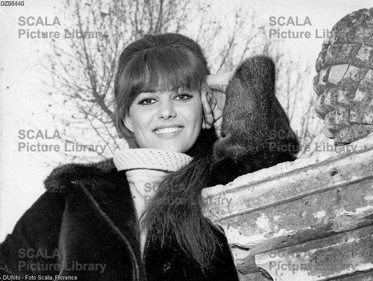 ******** Claudia Cardinale