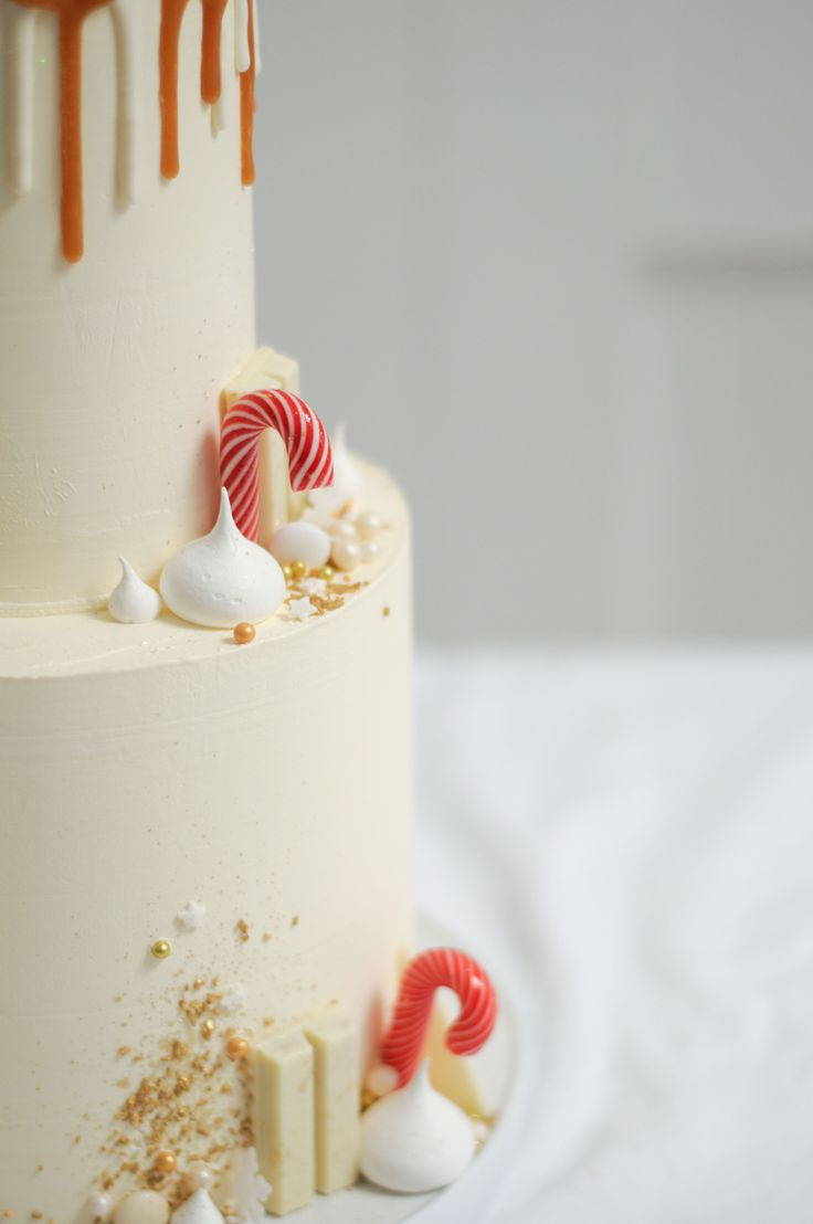 White and Gold Christmas Reindeer with candy canes cake detail by LionHeart
