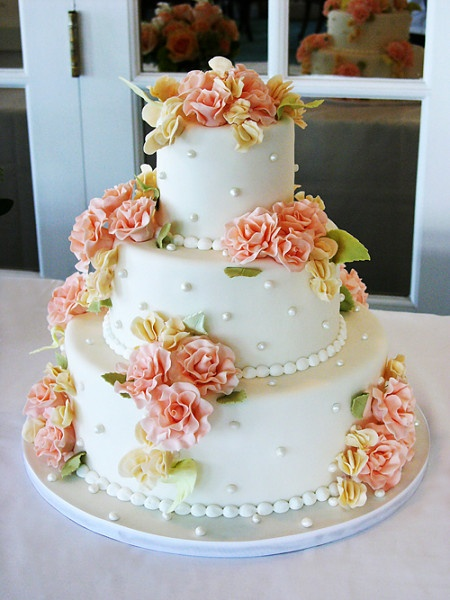 very pretty cakes, great looking flowers!