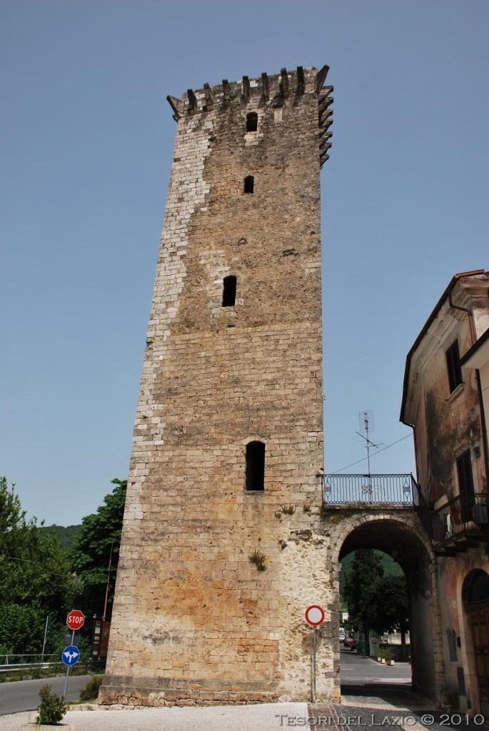 Cittaducale (Rieti) - Torre Angioina - Photo M. Pesci (06-2010) - © All rights reserved - Tesori del Lazio