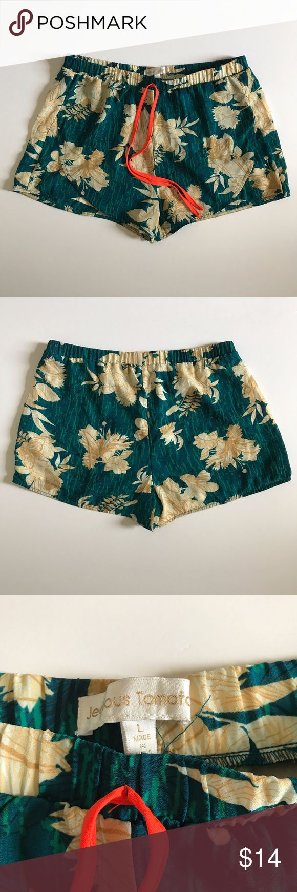 Jealous Tomato Women's Floral Shorts Size Large Jealous Tomato Women's Floral Shorts Size Large Hawaiian Tropical! Preowned!! Excellent Condition!! Lined 100% Polyester jealous tomato Shorts