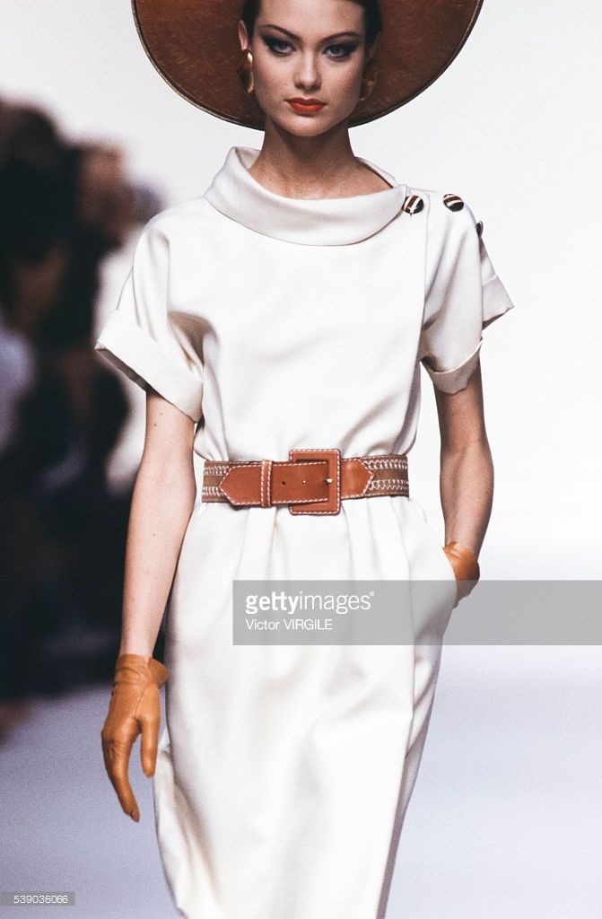 Photo d'actualité : Shalom Harlow walks the runway at the Yves Saint...